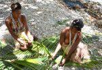 Tressage des feuilles de pandanus